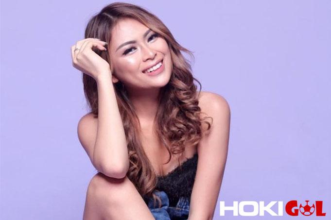 Model-Seksi-Ini-Jadi-WAGs-PSM-Makassar